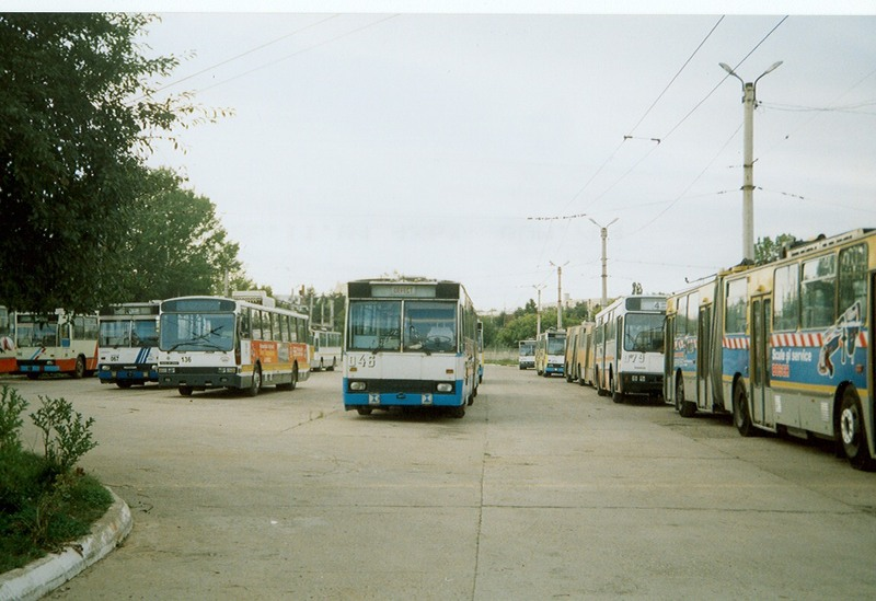 046 and trolleybuses 2004.jpg