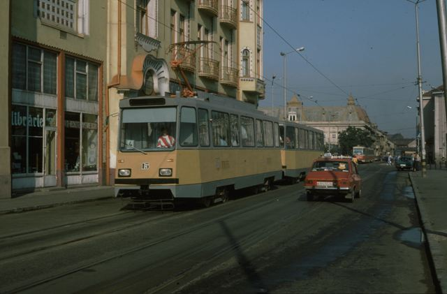 15 si 115 pe str Independentei (1991).jpg