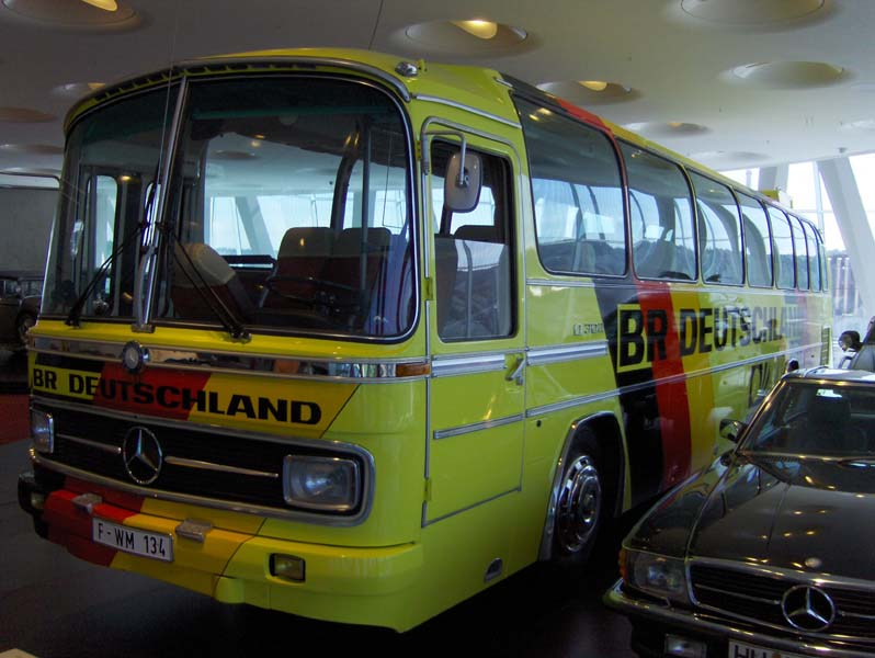 1974 - Mercedes-Benz O 302 Team Coach 2 .jpg