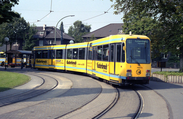 Essen_tram_at_Bredeney_-_geo.hlipp.de_-_3998.jpg