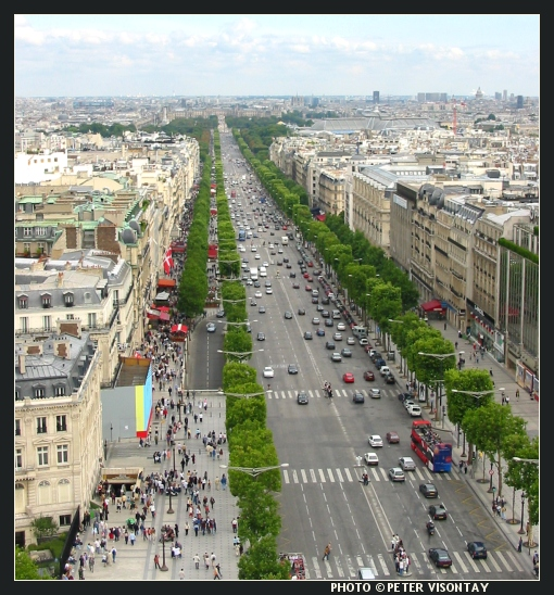 France_Paris_ChampsElysees2.jpg
