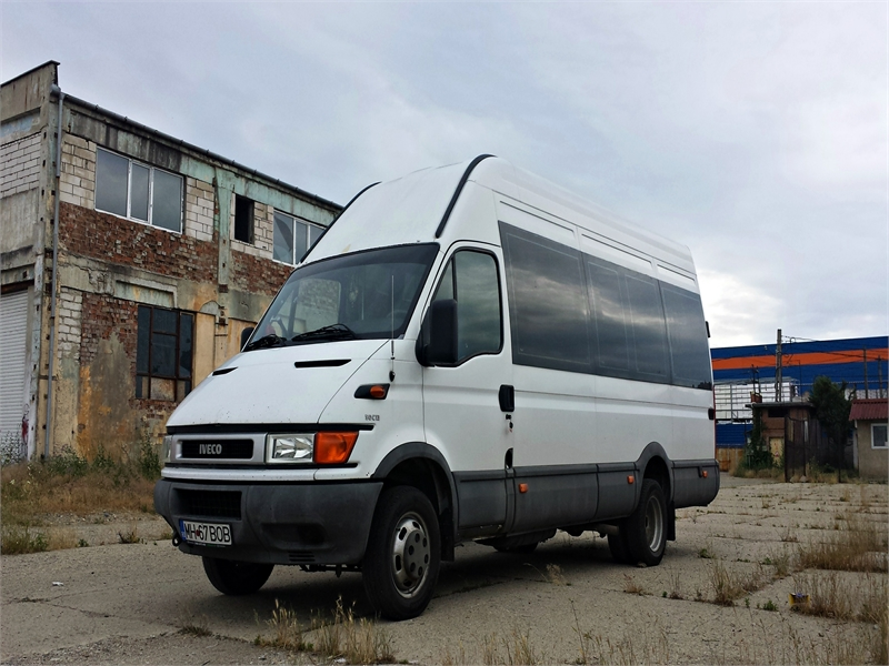 Microbuz Iveco Daily 50C13.jpg
