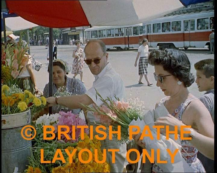 PiaĂža Unirii (cu tramvai EP) (imagine din film British Pathe, 1961).jpg